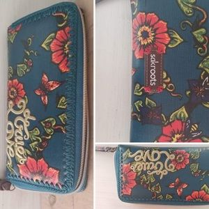 NEW WITH TAGS Sakroots wallet 🌸